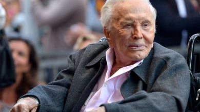 Photo of KirK Douglas a murit la 103 ani. Legendarul actor s-a stins din viata la resedinta sa din Beverlly Hills